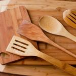 Dřevěná kuchyňská nářadí