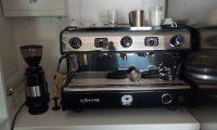 Tecfrigo, mraziaca skriňa na zmrzlinu Studio-54, dvojpákový poloautomatický kávovar a mlynček na kávu od La Spaziale